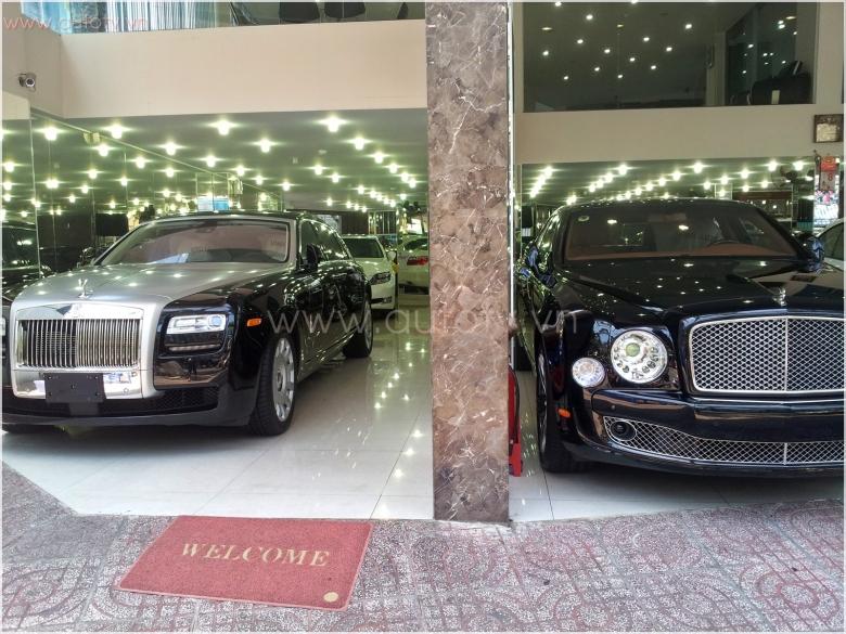 Ảnh chi tiết về Rolls-Royce Ghost EWB tại Sài Gòn