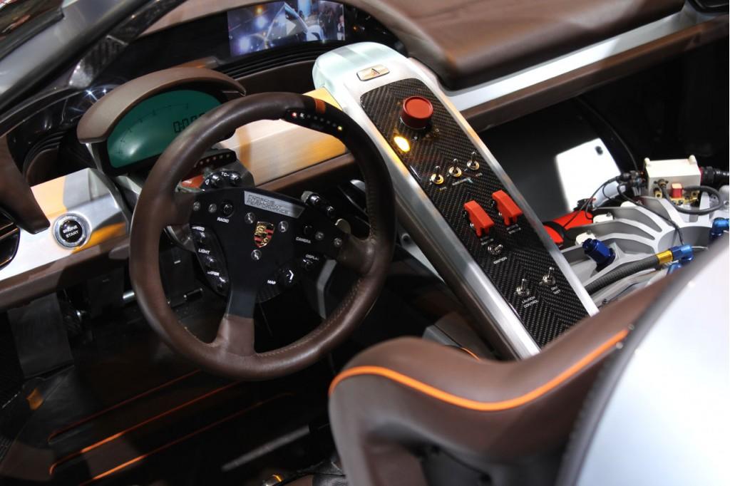Detroit auto show s ch v m d ng th thao c ng porsche 918 rsr autotv chuy n trang th ng - Porsche 918 interior ...