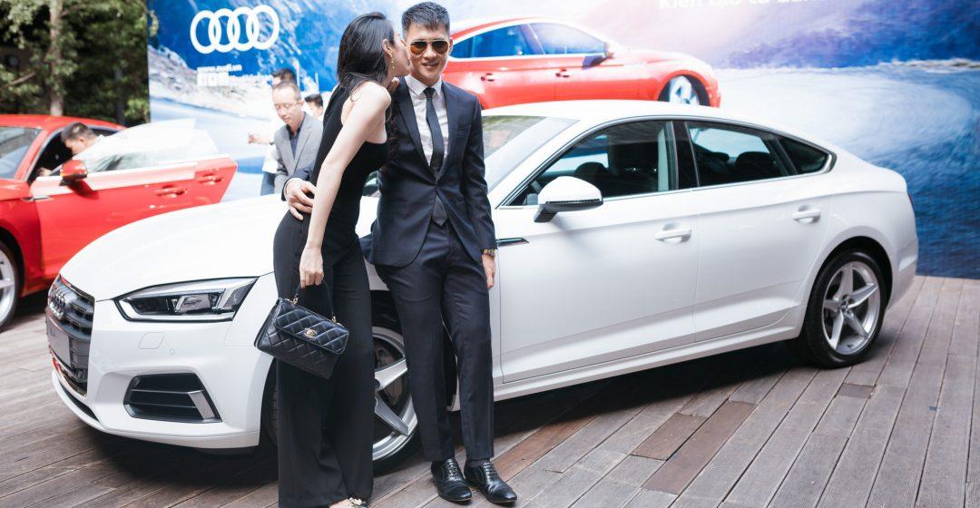 Thủy Tiên hôn say đắm Công Vinh cạnh xe Audi