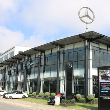 Thời điểm vàng để sở hữu Mercedes-Benz E 200 và GLC 200.