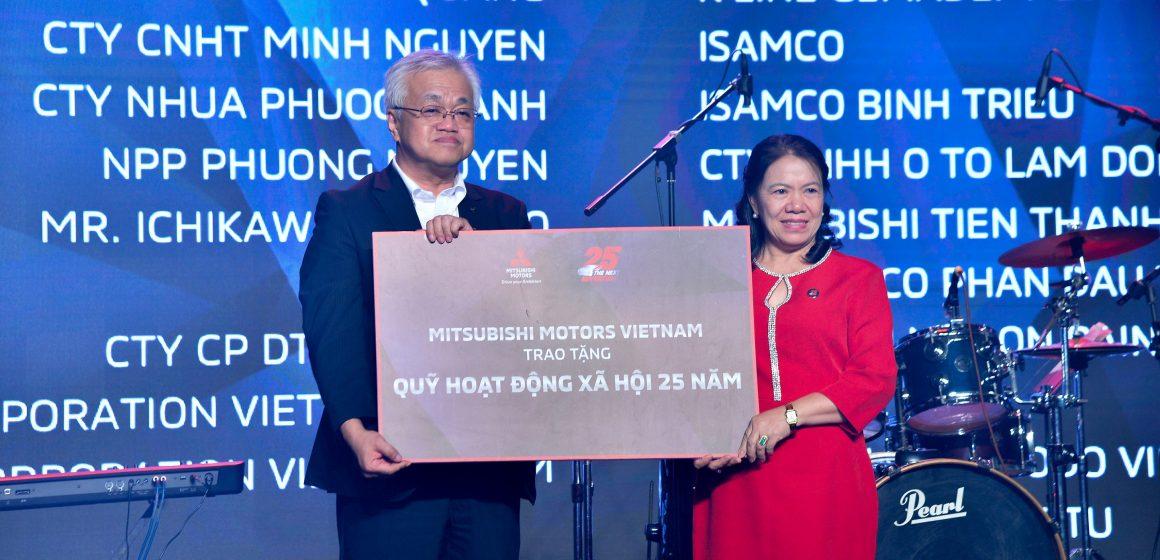 Mitsubishi Motors Việt Nam trao tặng 70 suất học bổng cho học sinh, sinh viên nghèo có thành tích học tập tốt tại TP. HCM Và Bình Dương.