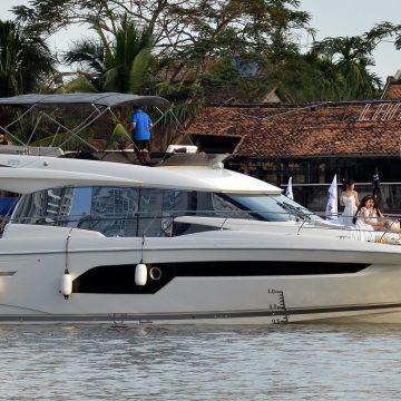"""PRESTIGE 520 – du thuyền hạng sang đầu tiên """"cập bến"""" Việt Nam."""