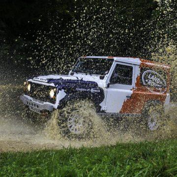 Jaguar Land Rover phát huy hiệu suất chuyên biệt trên mọi địa hình của Bowler.