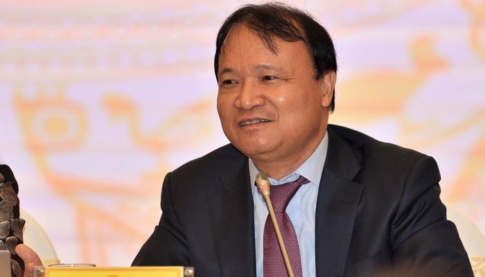 Giá ô tô ở Việt Nam đắt đỏ qua lý giải của Bộ Công Thương.