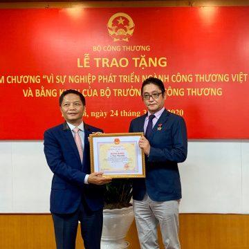 Tổng Giám Đốc Toyota Việt Nam nhận bằng khen của Chính Phủ và tỉnh Vĩnh Phúc