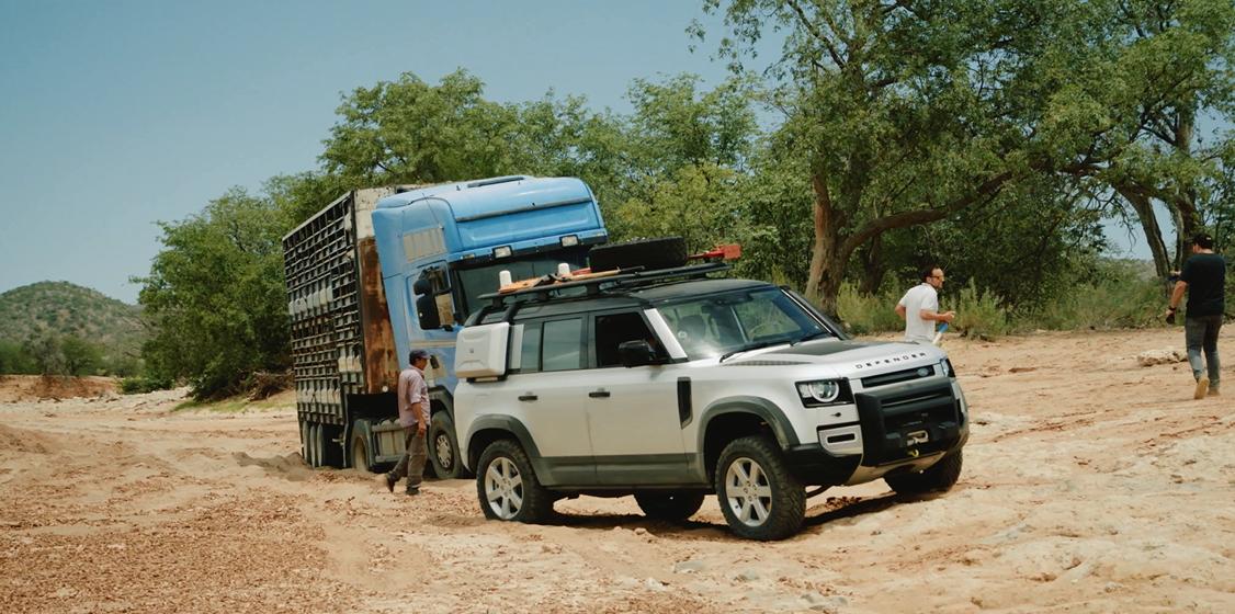 Land Rover Defender xuất hiện với sứ mệnh giải cứu