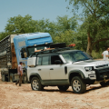 Các mẫu xe Land Rover Defender Xuất hiện với Sứ mệnh Giải cứu