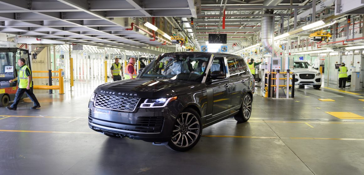 Chiếc Range Rover đầu tiên được sản xuất trong giai đoạn cách ly xã hội