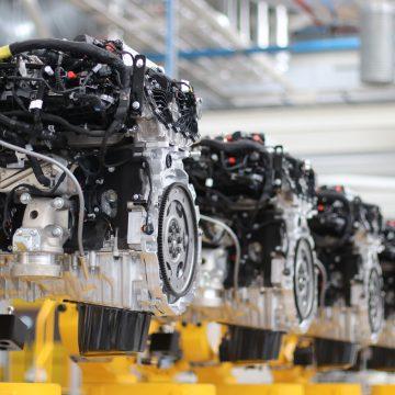 Jaguar Land Rover kỷ niệm cột mốc sản xuất 1.5 triệu động cơ sạch
