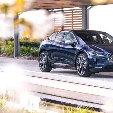 Jaguar I-PACE giờ đây thông minh hơn, kết nối nhạy bén và sạc điện nhanh hơn