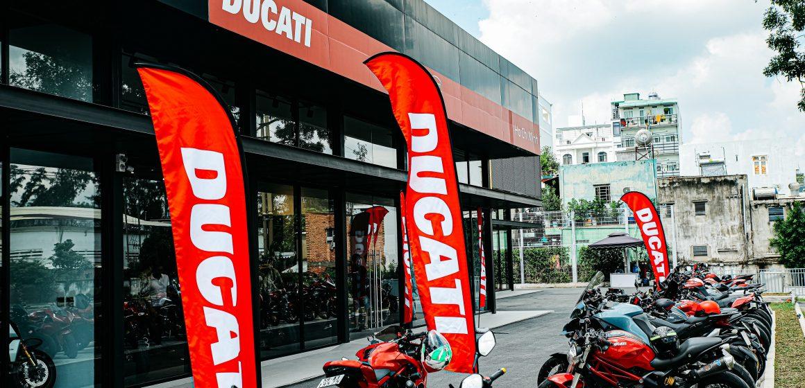 Giới thiệu showroom Ducati Hồ Chí Minh mới và bộ đôi Ducati Streetfighter V4, V4 S