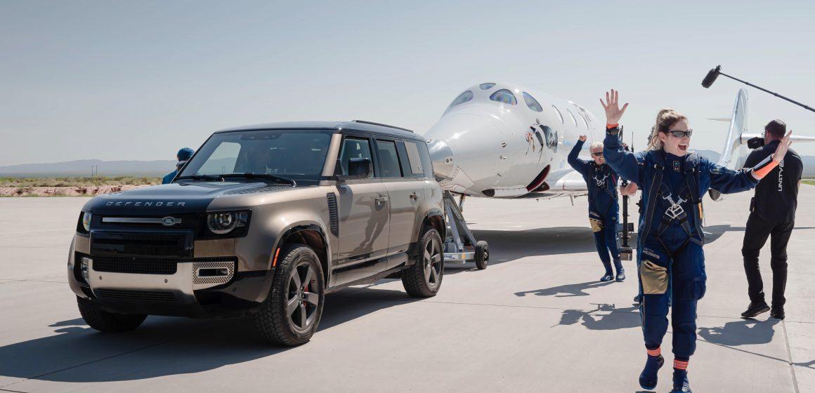 Land Rover hỗ trợ Virgin Galactic trong chuyến bay lên không gian đầu tiên